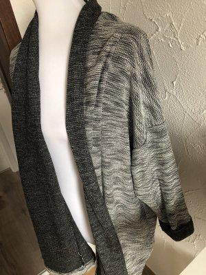 grau weißes Jäckchen / Cardigan / Strickjacke von Janina - Gr. 42