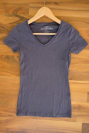 Graublaues T-Shirt