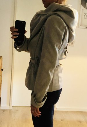 graue Blendshe-Jacke mit cooler Oversize-Kapuze
