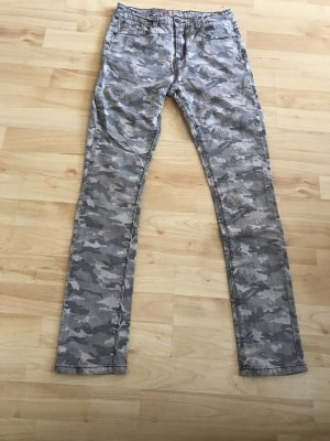 Graue Camouflage Jeans