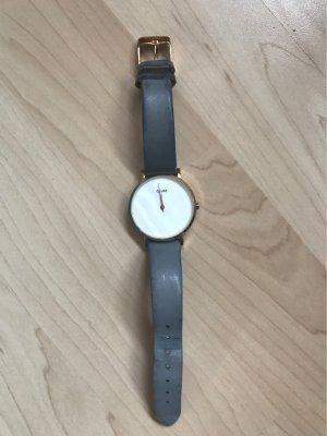 Graue Cluse Uhr