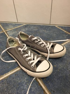 Graue Converse