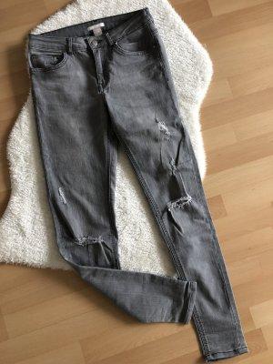 Graue destroyed Skinny-Jeans von H&M