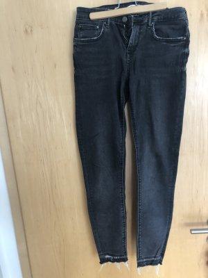 graue enge Jeans