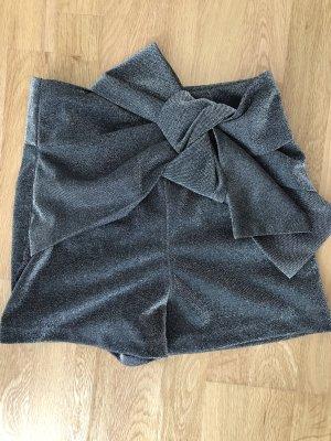 Graue glänzende Short