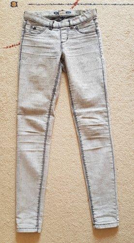 Graue Jeans