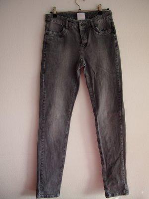 Graue Jeans (Apriori)