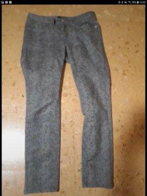 graue Jeans mit Animalprint