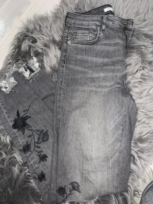 Graue Jeans mit Muster