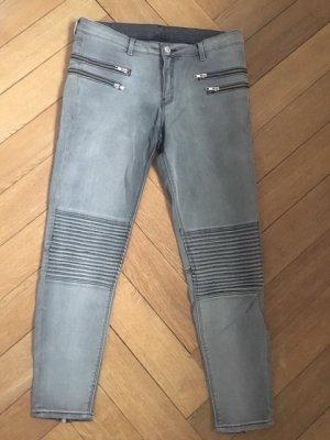 Graue Jeans von Zara.