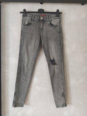 Graue Jeanshose