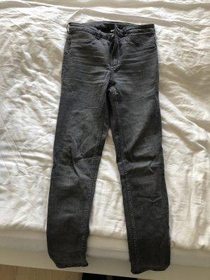 H&M Pantalón de cintura alta gris claro