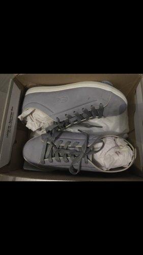 graue Lacoste Sneaker