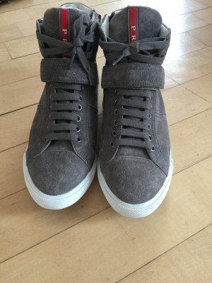 graue leder Prada Sneaker