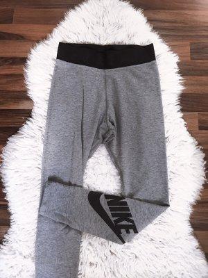 Graue Leggings von Nike