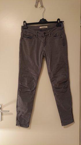 Graue Mavi-Jeans mit besonderen Details