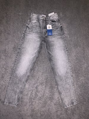 graue Mom Jeans von Bershka