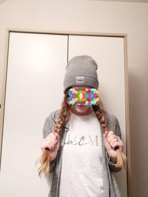 New Yorker Chapeau en tricot gris