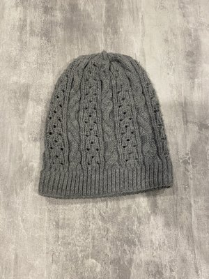 Bonnet en crochet gris