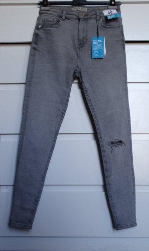 Graue neue Jeans