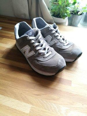 graue New Balance Sneaker