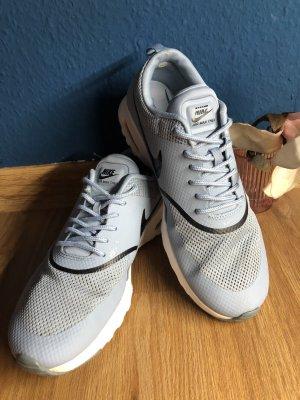 Graue Nike Air Max Thea