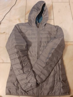 Graue Outdoorjacke
