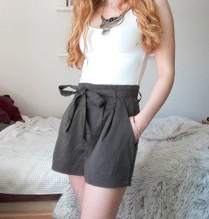 Graue oversized Shorts mit Schleife