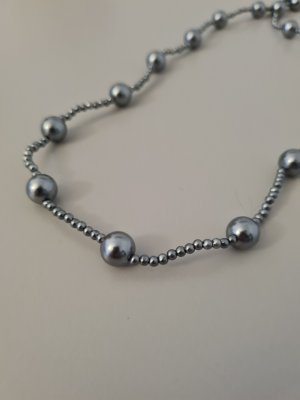 Naszyjnik z perłami szary