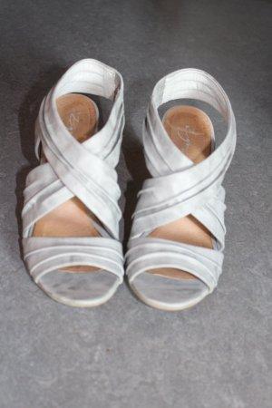 Graue Sandale mit Holzabsatz
