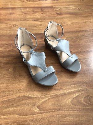 Graue Sandaletten