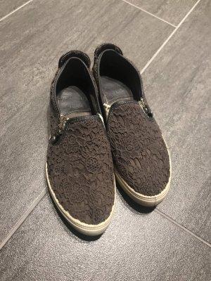 Graue Schuhe von Mustang