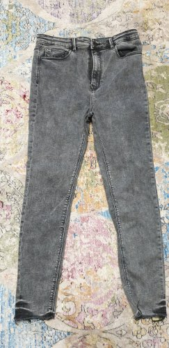 Graue Skinny-Jeans mit Destroyed-Effekt und extrahohem Bund, Größe 42, von Stradivarius