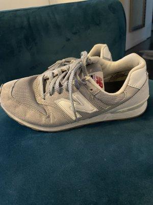 New Balance Sneakresy na obcasie szary-biały