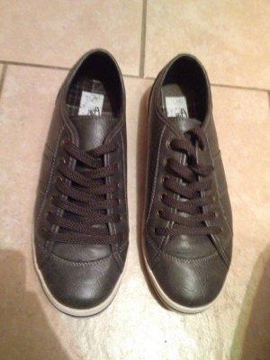 Graue Sneakers in sehr gutem Zustand