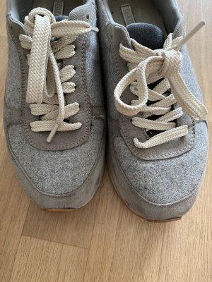 Graue Sneakers Plateau
