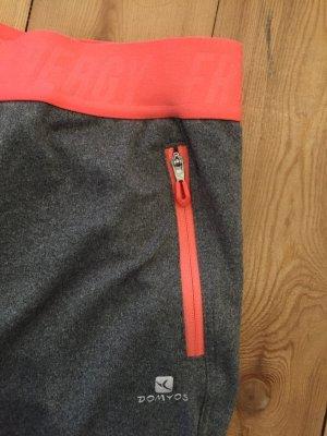 graue Sporthose mit breitem Gummibund