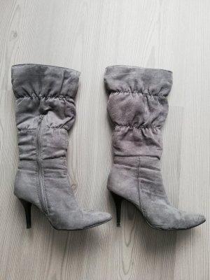 graue Stiefel