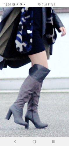 Graue Stiefel mit zwei grautönen