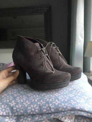 Graue Stiefelchen von Tamaris