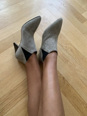 Closed Slouch Booties light grey