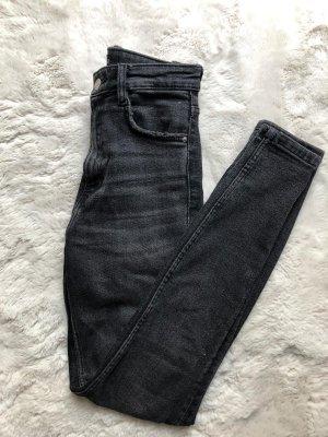 Graue Zara Jeans