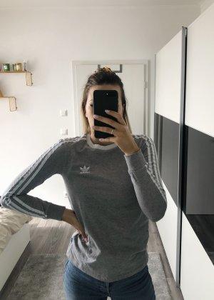 Grauer Adidas Pullover