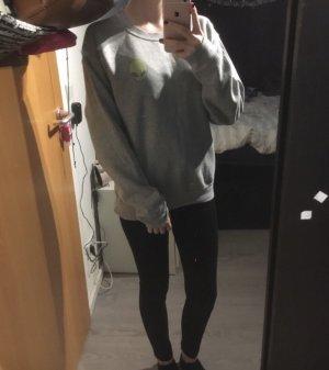 Grauer Alien Pullover