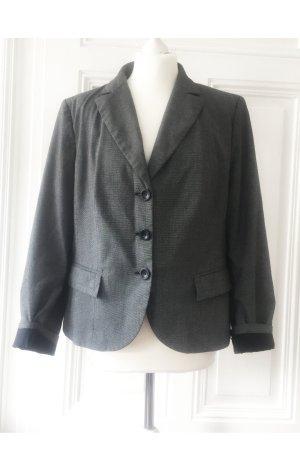 Grauer Blazer mit Taschen und leichten Schulterpolstern