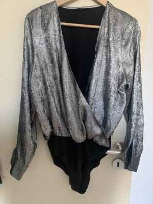Blusa tipo body gris-color plata