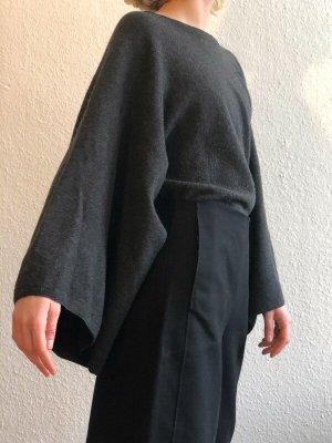 grauer COS Wollpullover mit Kimonoärmeln