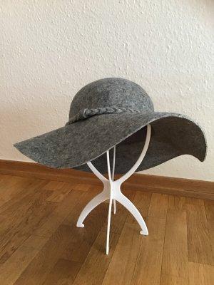 Sombrero de fieltro gris