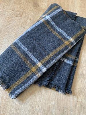 Grauer karierter Schal mit weißen und senffarbenen Streifen