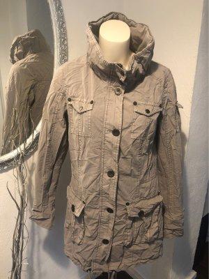 Grauer, leichter Mantel